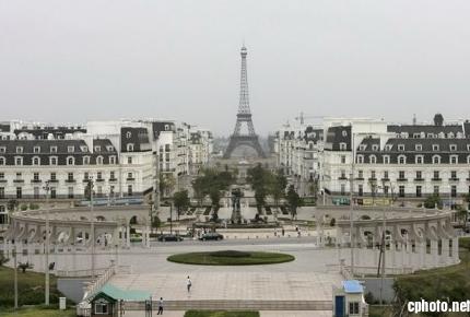 A view of 'Paris' in Tianducheng, minus the crowd.