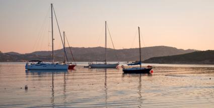 Yachts at dawn in beautiful Sardinia © Hemera / Thinkstock