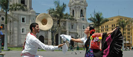 Marinera dancers in front of Limas cathedral
