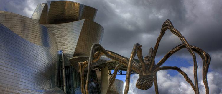 Guggenheim Museum and 'Maman' statue, Bilbao, Spain